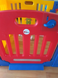 Cheap child safe play pan with gate Quakers Hill Blacktown Area Preview
