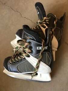 CCM Intruder 55 Jr hockey skate; Size 1