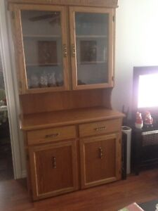 FOR SALE !!!!! Solid oak china cabinet