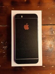 iPhone 5s with 5 cases