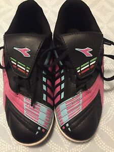 Indoor soccer shoes - size 13