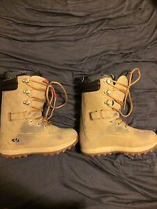 Snowboard boots sz 9-9.5 men's 32 Timba