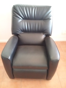 BLACK  RECLINER   CHAIR Victoria Point Redland Area Preview