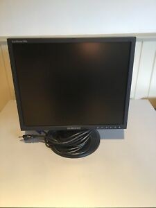 "14"" Samsung Computer Monitor with keyboard/mouse/speakers"