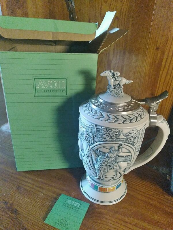 AVON COLLECTABLE WINNERS CIRCLE HORSE RACE BEER MUG STEIN  HANDCRAFTED  EUC