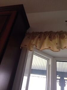 Cream color silk window toppers Edmonton Edmonton Area image 1