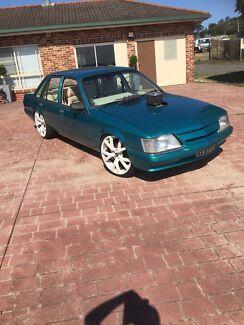 Holden vk v8