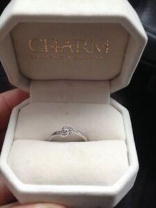Size 7 white gold 10 k ring  Windsor Region Ontario image 1