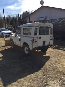 1973 Land Rover 4x4, convertible w/plow