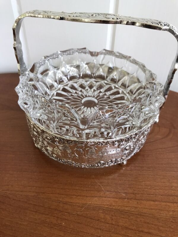 Vintage Barbour S P Co International Embossed Repousse Dutch Art Footed Ash Tray