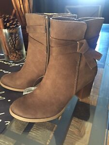 BRAND NEW American Eagle boots