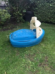Step 2 boat swimming pool or sand box
