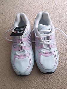 Brand new Dunlop ladies sneakers 7B Narre Warren South Casey Area Preview