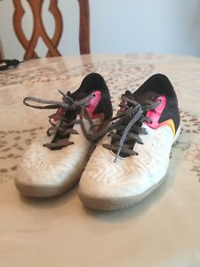 Interior soccer shoes