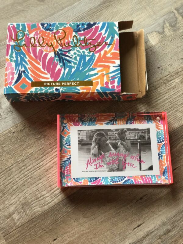 NIP GWP Lilly Pulitzer Clear Acrylic Picture Frame Size 4x6