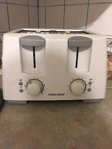 Black and decker 4 slice toaster 20$