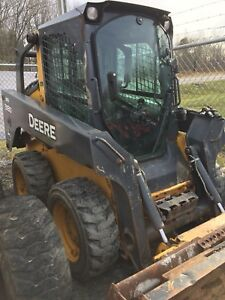 Low Hour JD318D Skid Steer
