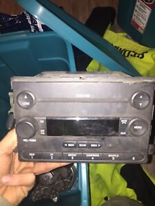 Factory ford 6 disk CD player for 06 superduty
