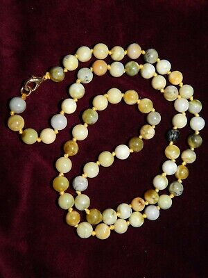 VINTAGE CARVED & POLISHED PISTACHIO GREEN AGATE BEAD NECKLACE ~ KNOTTED ~ 25
