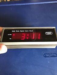Vintage TOZAI Red Digital Alarm Clock Model 1022 Snooze Battery Wood Grain Look