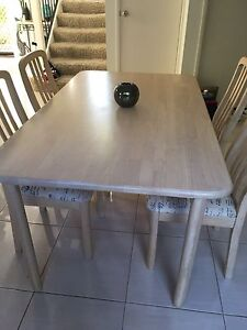 Dining table Merrimac Gold Coast City Preview