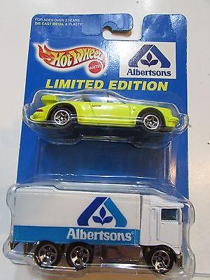 Hot Wheels 1997 Albertsons Porche 911 Targa    Hiway Hauler 2 Car Pack
