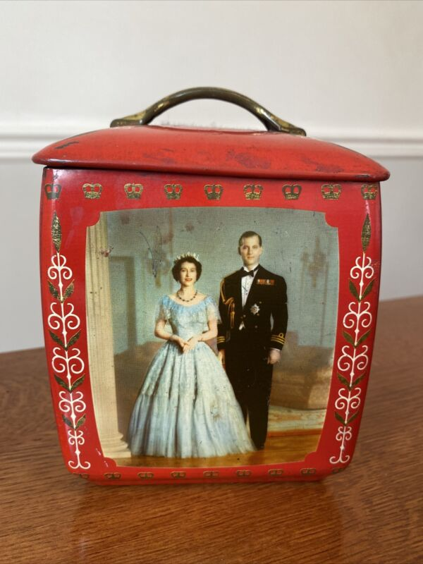 Rare Vintage Elizabeth II Souvenir Tin Edward Sharp & Sons Kent