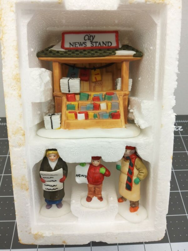 Dept 56 Christmas in the City Village CITY NEWS STAND (Set of 4) 59714