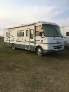 2000 Coachmen motorhome with V10 Ford Chassis with 34,800 miles