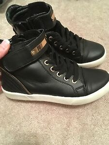 Spring size 6 sneakers