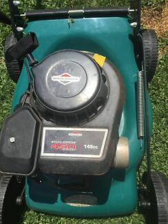 4 stroke mower another cut grass untill today no catcher