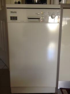 Miele Dishwasher G611SC Plus (45cm) - issue with inlet/drain
