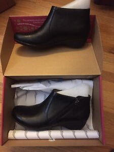 New Dansko Black leather boots (ankle)