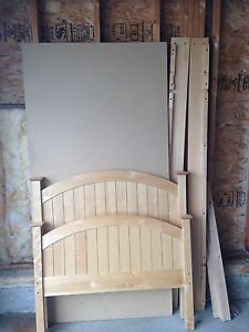 Solid Wood Twin Bed Frame W/Posture Board