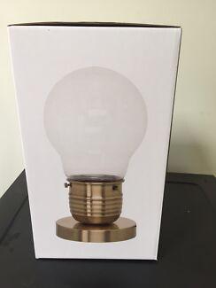 Freedom table lamp, light bulb design