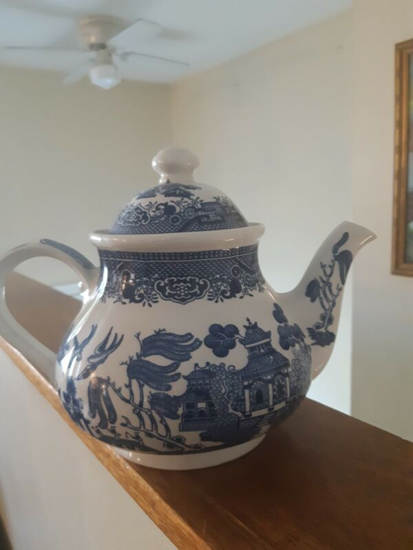 Churchill Blue Willow Teapot 7 Cup Capacity !