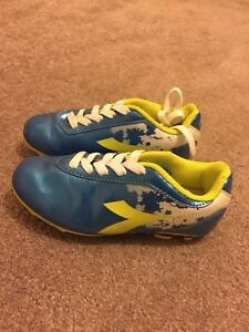 Kid's soccer shoes, size 11