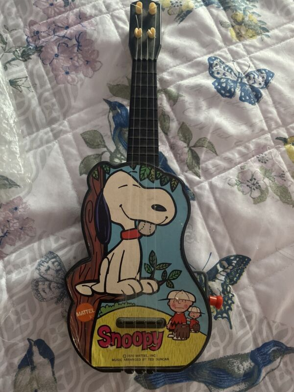 Vintage Peanuts Snoopy Guitar Wind And Plays
