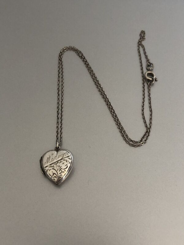 """ANTIQUE SILVER BACK AND FRONT LOVEHEART LOCKET ON 17"""" SILVER CHAIN FREEPOST UK"""