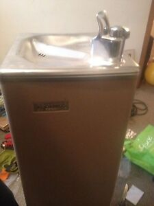 Water fountain new never used 100$ obo