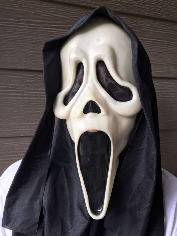 1997 Halloween Scream Ghost Face Mask HN Stamp GLOWS Easter Unlimited Fun World