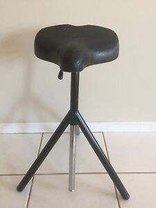 Drums throne solid