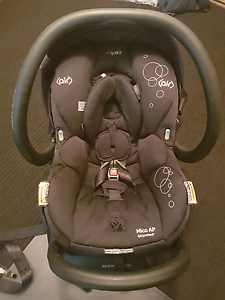 Maxi cosi with isofix capsule Quinns Rocks Wanneroo Area Preview