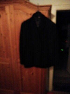 Anzug für Kinder und ein weiteres Hemd in 178 gratis dazu.