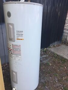 73 gallon / 285 litre electric hot water tank