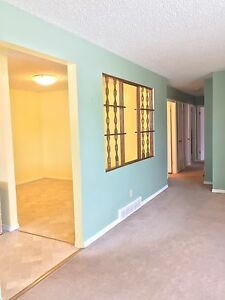 3 bedrooms house upstairs for rent