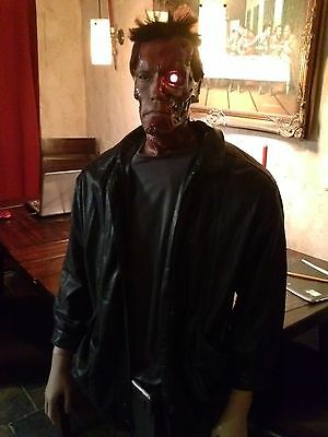 LIFE SIZE TERMINATOR ARNOLD SCHWARZENEGGER prop statue comic con horror figure (Life Size Horror Props)