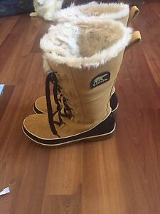 Sorel winter boots size 10