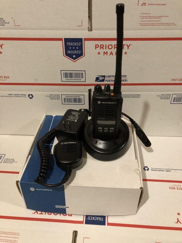 MOTOROLA HT-1250  / VHF / 136-174MHz / 128CH / 5W / AAH25KDF9AA5AN