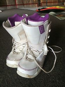 5150 size 8 snowboard boots